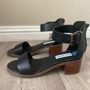 Steve Madden black buckled blocked heel sandal ✨